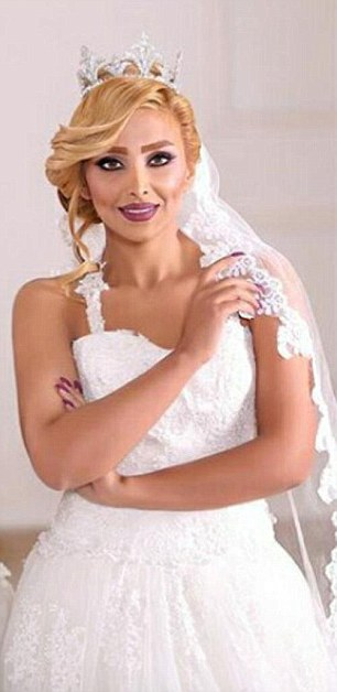 Elham Arab và những bức ảnh tóc vàng, không khăn trùm đầu