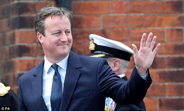 Thủ tướng Anh cố kìm nén cảm xúc trước đám đông. Ảnh: PA