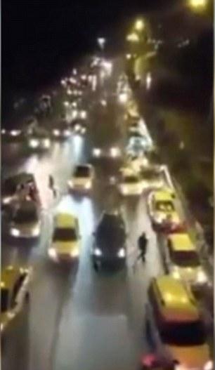 Thổ Nhĩ Kỳ: Lộ clip sốc xe tăng quân sự nghiền nát mọi vật