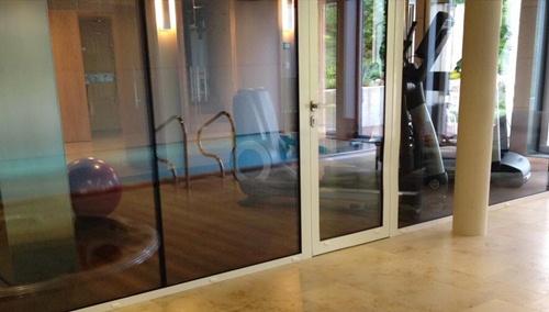 Trong căn biệt thự của Thu Minh được bố trí hiện đại và có cả bể bơi, bể sục trong nhà.