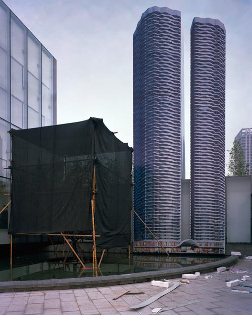 Nhiếp ảnh gia người Mỹ, Kai Caemmerer, chụp một loạt hình ảnh về các thành phố này và tập hợp trong bộ ảnh Những thành phố chưa chào đời.