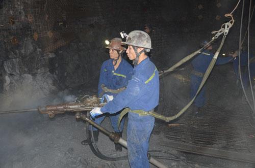 Khai thác than tại Công ty CP Than Hà Lầm - Vinacomin Ảnh: VĂN DUẨN