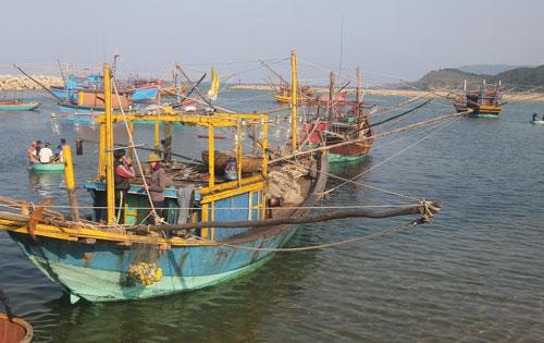 Nhiều tàu cá của ngư dân Hà Tĩnh chuẩn bị ra khơi đánh bắt Ảnh: Đức Ngọc