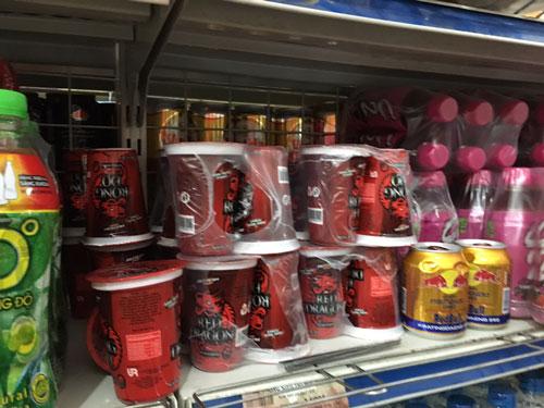 Sản phẩm nước tăng lực hương dâu hiệu Rồng Đỏ của Công ty TNHH URC Hà Nội bị yêu cầu thu hồi do có hàm lượng chì vượt ngưỡng công bố