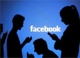 Rất nhiều bạn bè trên facebook của ông N. xem và bình luận về thông tin, hình ảnh nhạy cảm của bà T. (ảnh minh họa)