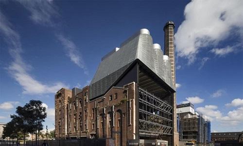Công ty Tzannes Associates xây dựng nhà máy điện phía trên một nhà máy bia cũ ở Sydney, Australia, để cung cấp điện, nước nóng, nước lạnh cho các tòa nhà xung quanh. Ba tòa tháp bằng kẽm tương phản đẹp mắt với màu gạch đỏ của nhà máy bia.