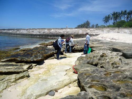 Các nhà khoa học khảo sát địa chất tại vùng biển Lý Sơn (Quảng Ngãi)