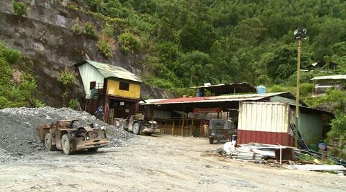 Dù dự án vàng Bồng Miêu đã hết hạn từ ngày 5-3 nhưng Công ty Bồng Miêu vẫn tổ chức khai thác vàng Ảnh: BẢO DUNG