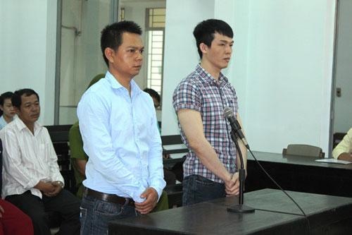 Hai nguyên công an viên Lê Minh Phát và Lê Ngọc Tâm tại tòa