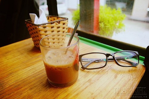 Nhóm các ông chủ trẻ tự rang, xay cà phê để đảm bảo đồ uống của mình sạch nhất