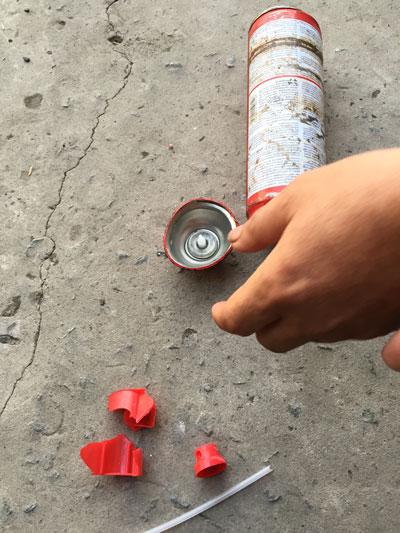 Theo ông Ngô Hiếu Thuận, bình cứu hỏa ô tô của ông đã phát nổ vào trưa 16-1 Ảnh: MINH SƠN