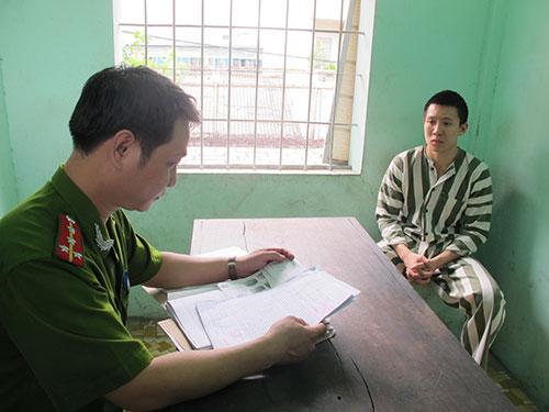 Nguyễn Hoàng Minh (SN 1996, ngụ quận 7) bị Công an quận Bình Thạnh bắt giữ vì sát hại tài xế xe ôm để cướp xe