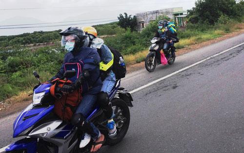 Những người đã đóng phí sử dụng đường bộ sẽ không được hoàn trả Ảnh: Hồng Ánh