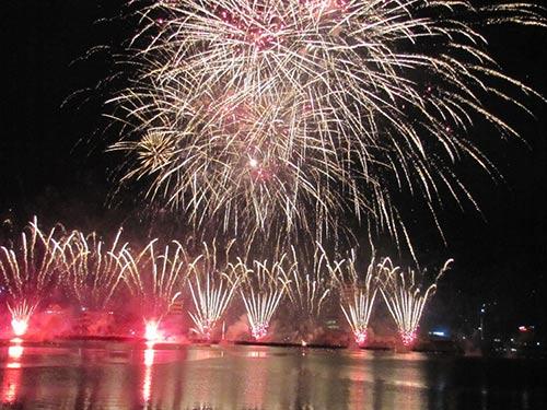Một lần bắn pháo hoa ở TP Đà Nẵng Ảnh: HOÀNG DŨNG