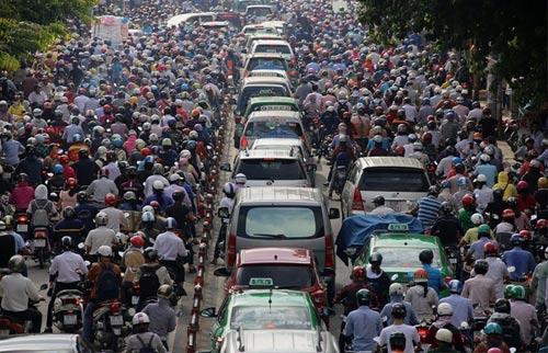Kẹt xe kinh hoàng trên đường Phan Văn Trị, quận Gò Vấp, TP HCM vào sáng 8-9 Ảnh: GIA MINH