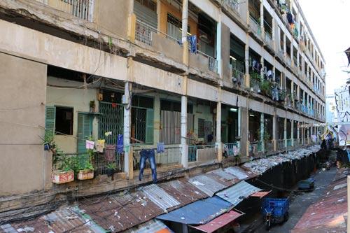 Một góc chung cư Cô Giang đã quá hoang tàn Ảnh: BẠCH ĐẰNG