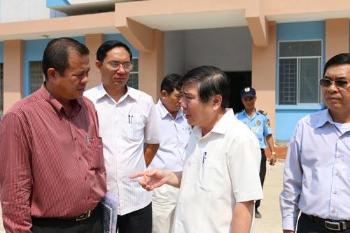 Ông Nguyễn Thành Phong yêu cầu các cơ quan liên quan nghiên cứu ngay cơ chế nhằm hỗ trợ cư dân tái định cư trả nợ mua nhà