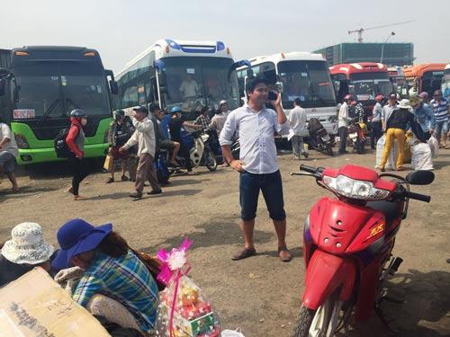 Bên trong bãi giữ xe số 391 - 397 Đinh Bộ Lĩnh, quận Bình Thạnh, TP HCM. Ảnh: Lê Phong