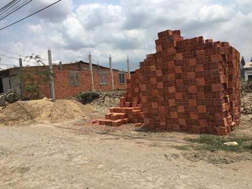 Một công trình xây dựng trái phép ở huyện Bình Chánh, TP HCM Ảnh: LÊ PHONG