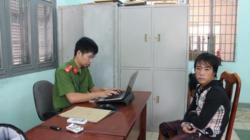 Trần Anh Tuấn tại cơ quan công an