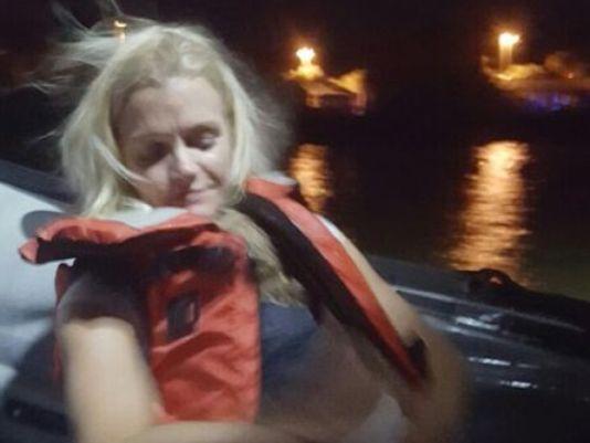 Cô Tammy Bossard và con gái sau khi được cứu. Ảnh: Cocoa Police Dep.