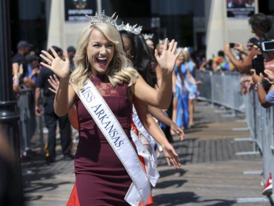 Cận cảnh nhan sắc Tân Hoa hậu Mỹ 2017