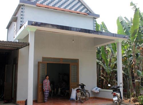 Sau khi xây nhà xong, gia đình bà Hà Thị Thúy (thôn Nguyên Hòa, xã Hành Tín Đông) không nhận được tiền hỗ trợ do không đáp ứng đủ 3 tiêu chí