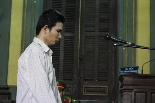 """Bị cáo Phạm Vĩnh Phú (SN 1978, quê Kiên Giang) bị tuyên 14 năm tù về tội """"Hiếp dâm trẻ em"""""""
