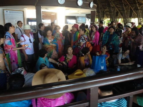 Mỗi ngày có hơn 1.000 du khách Trung Quốc đến TP Nha Trang, tỉnh Khánh HòaẢnh: HỒNG ÁNH