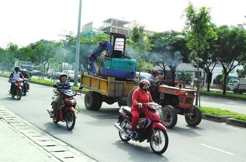 """Xe công nông """"dạo"""" phố"""