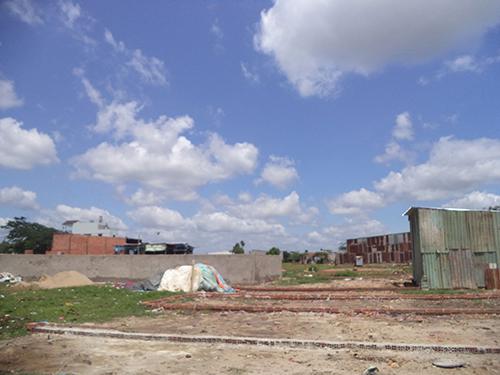 Một khu đất nông nghiệp có nhà xây trái phép ở huyện Bình Chánh đã bị cưỡng chế
