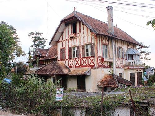 Biệt thự 22 Nguyễn Viết Xuân nhiều năm bỏ hoang