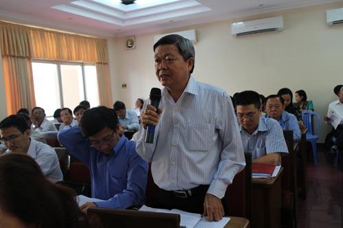 Cán bộ Công đoàn góp ý tại Hội nghị Ban chấp hành lần thứ 14- Khóa X