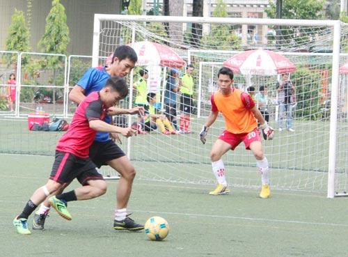 Các vận động viên tranh tài ở nội dung bóng đá