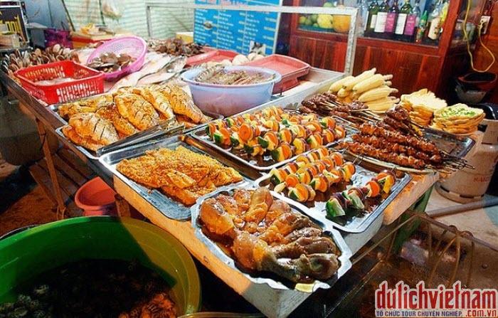 Thưởng thức các loại hải sản ở chợ đêm Dinh Cậu