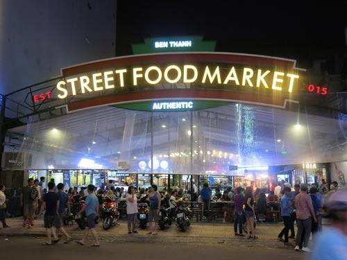 Chợ ẩm thực Bến Thành Street Food Market thu hút đông khách du lịch bởi phong cách hiện đại, trẻ trung