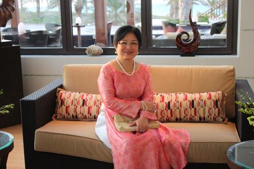 Bà Phan Thúy Thanh, phu nhân của nguyên Đại sứ Việt Nam tại UAE Trần Ngọc Thạch (Ảnh do nhân vật cung cấp)