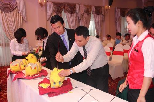 Nhân viên khách sạn Majestic tích cực tham gia hội thu heo đất do Công đoàn cơ sở tổ chức