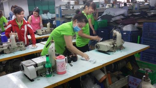 CN Công ty TNHH Vĩnh Phong tích cực tham gia vệ sinh môi trường làm việc