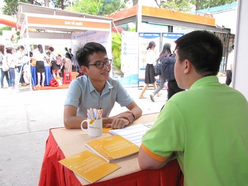 Lao động trẻ tại một ngày hội việc làm ở TP HCM
