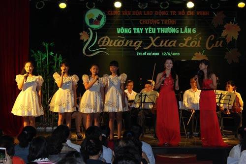 """Một tiết mục biểu diễn trong chương trình """"Vòng tay yêu thương"""" của Cung Văn hóa Lao động TP HCM"""