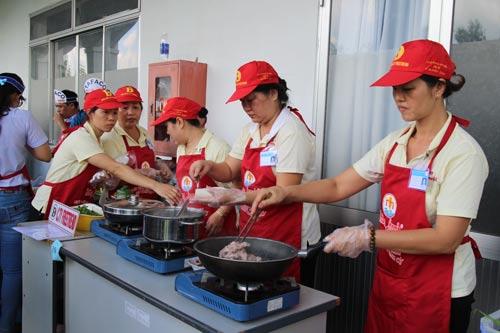 Hội thi nấu bữa ăn dinh dưỡng, an toàn do Công đoàn các KCX-KCN TP HCM và Công đoàn Ngành Y tế TP tổ chức