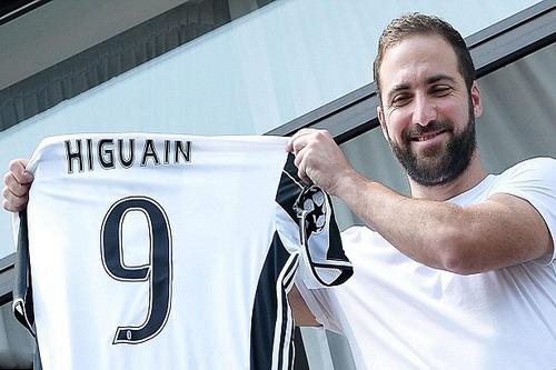 Higuain nhận áo đấu số 9 tại Juventus