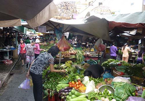 Người tiêu dùng ưu tiên chọn mua các loại thực phẩm cho bữa ăn hằng ngày