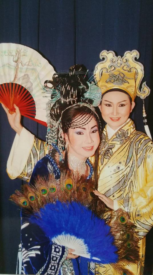 Những vai diễn ngẫu hứng, đào đóng kép, kép đóng đào của Vũ Luân và Tâm Tâm thời còn là học viên đồng ấu Bạch Long và Nhà hát Trần Hữu Trang
