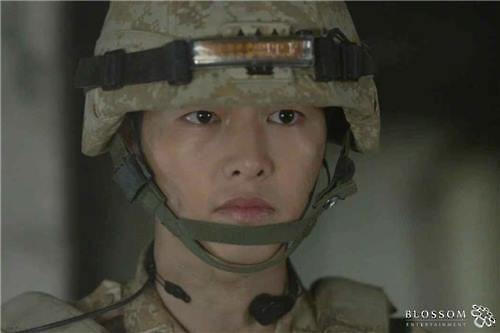 Song Joong Ki trong phim Hậu duệ mặt trời