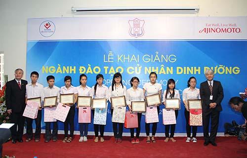 Công ty Ajinomoto Việt Nam trao học bổng khai giảng khóa Cử nhân Dinh dưỡng