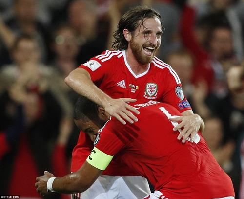 Niềm vui của Joe Allen và Gareth Bale