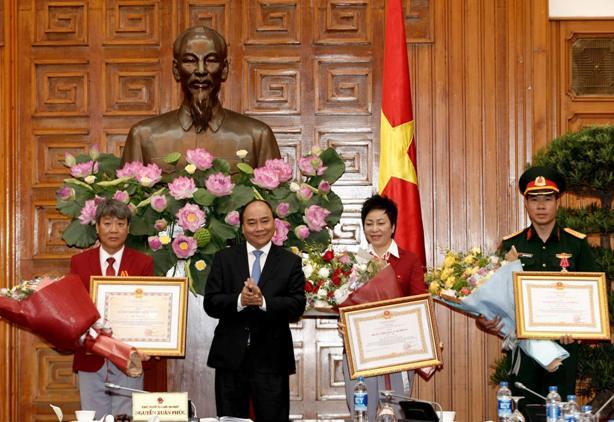 Thủ tướng Nguyễn Xuân Phúc gặp mặt xạ thủ Hoàng Xuân Vinh và đoàn thể thao Việt Nam