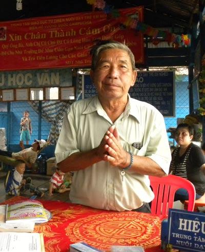 Thầy giáo Trần Văn Tư hết lòng vì con trẻ